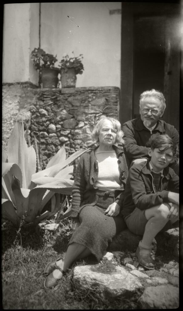 Natalia Sedova, Léon Trotsky et Seva Volkov à Taxco (Mexique) en 1939. Photo: collection personnelle de Gilles Walusinski